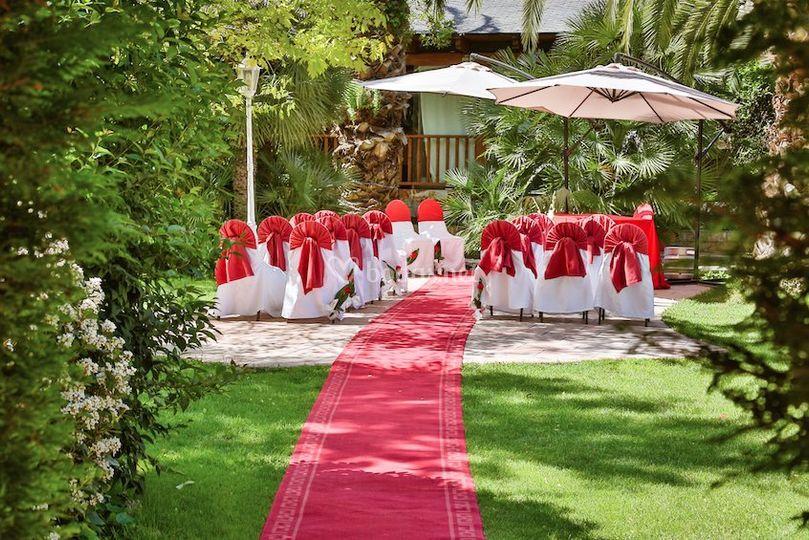 Ceremonia civil oficial en el jardín