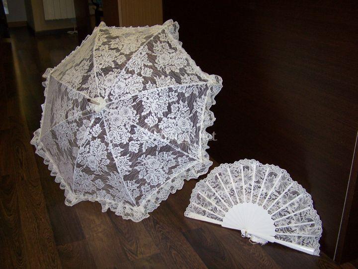 Sombrilla de encaje y abanico