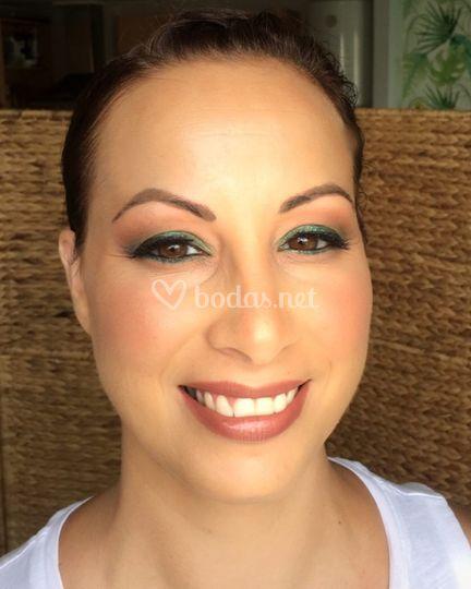 Maquillaje en tonos vivos
