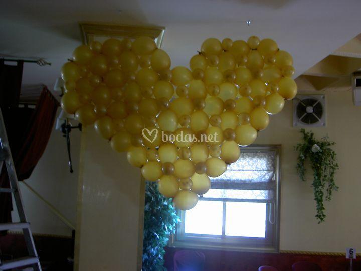 Corazón de globos boda