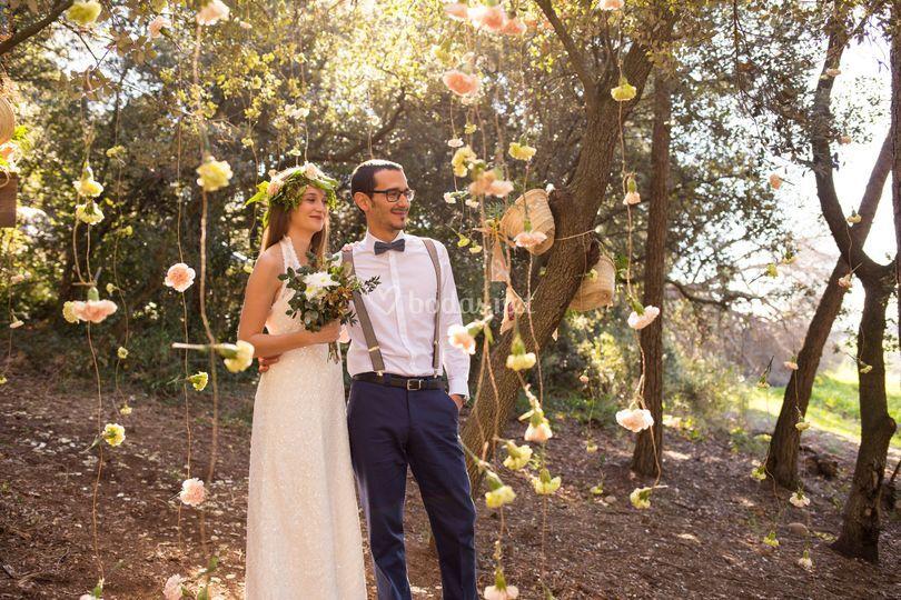 Novios boda bosque