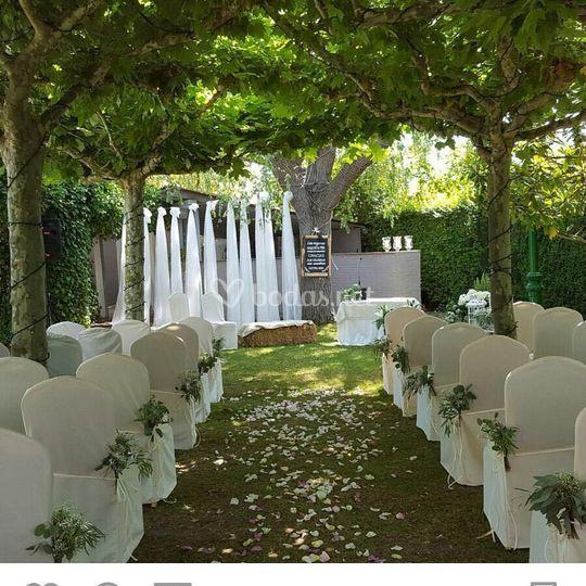 Ceremonia en el jardín Plataneros