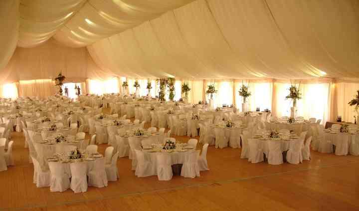 Amplias carpas para el banquete y la celebración