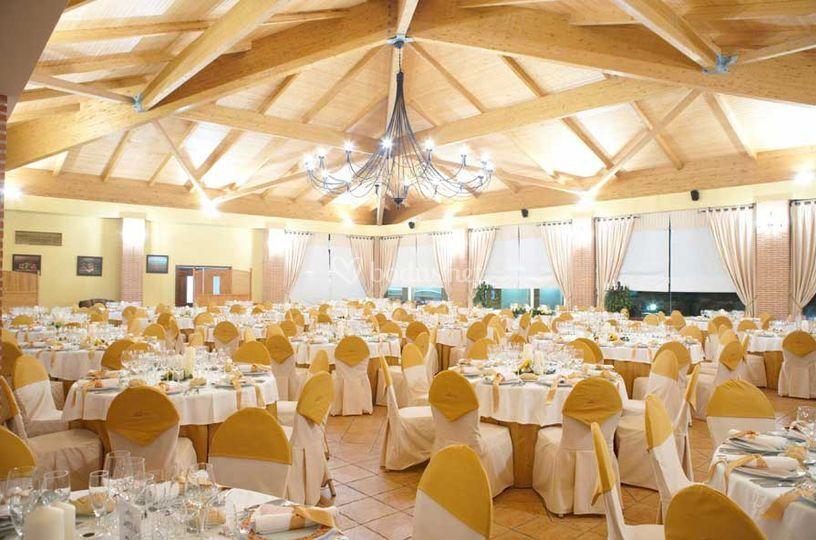 Amplio salón de bodas