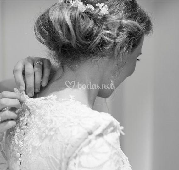 d8c080f9ee Recogido de estilo romántico de Bridal Pure Beauty