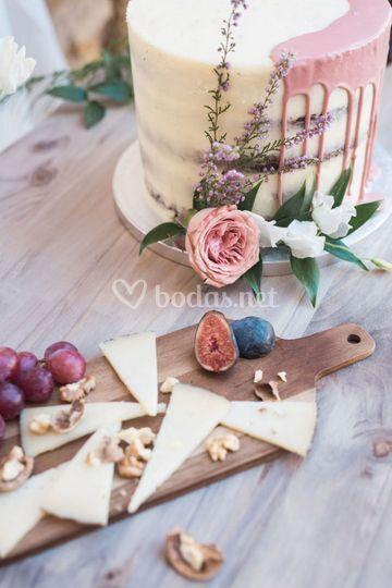 Drip & Naked Cake