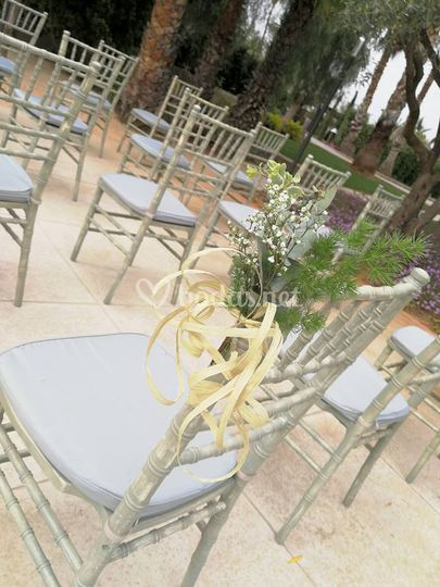 Decoración para silla de ceremonia