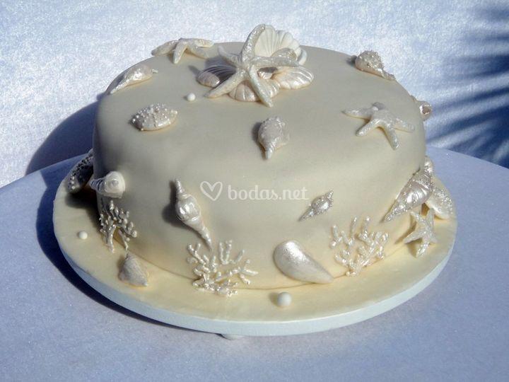 Tarta com modelados de caracolitos y conchas