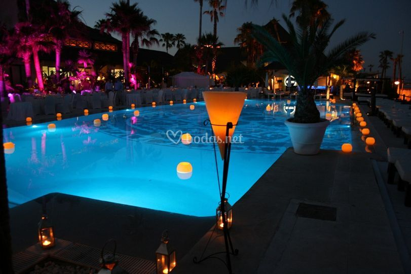 Iluminan piscinas de velas de la ballena fotos for Velas para piscinas