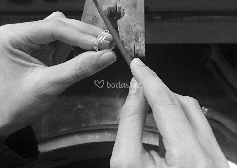 Las manos de la artesana