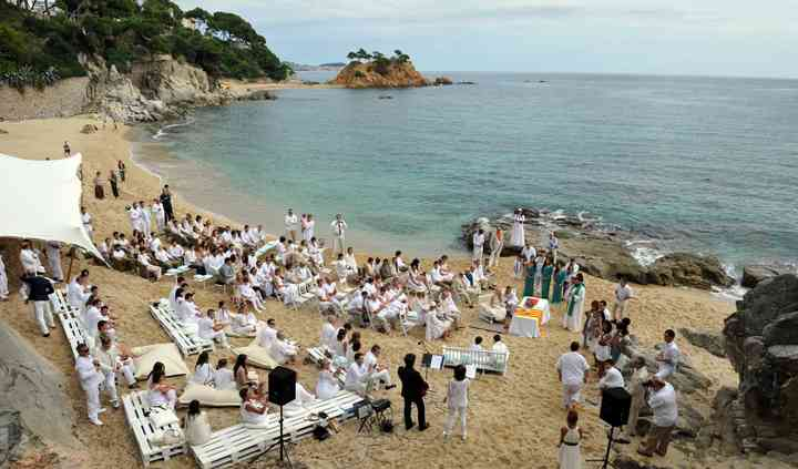 Los invitados en la playa