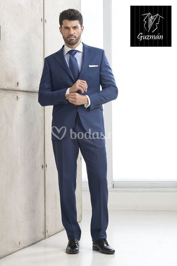 Alquiler de traje azul tinta de Guzmán Madrid  8f3cd1ef825