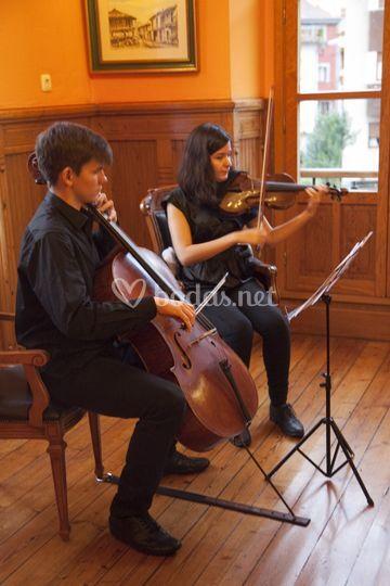 Duo de cuerda en Cabañaquinta
