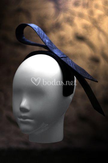 Moaire de seda negra, sobre diadema