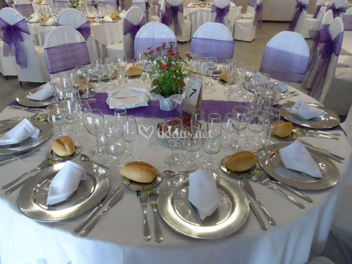 Montaje de las mesa de la boda