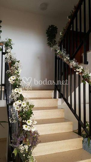 Escalera decoración floral