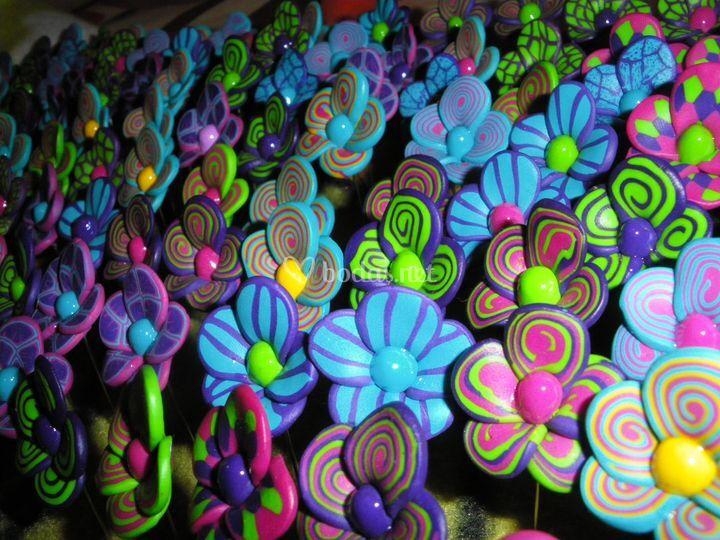 Alfileres flores de colores