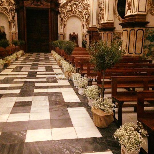 Decoración del camino al altar