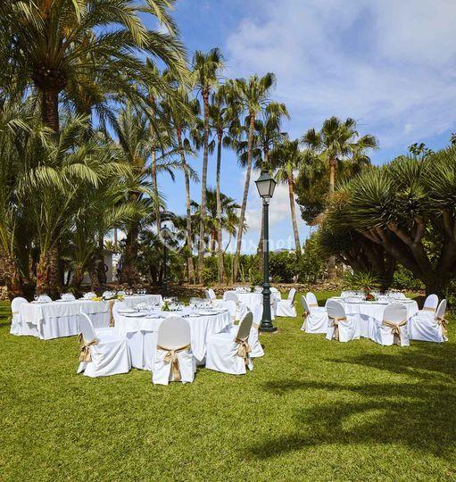 Banquete en jardín