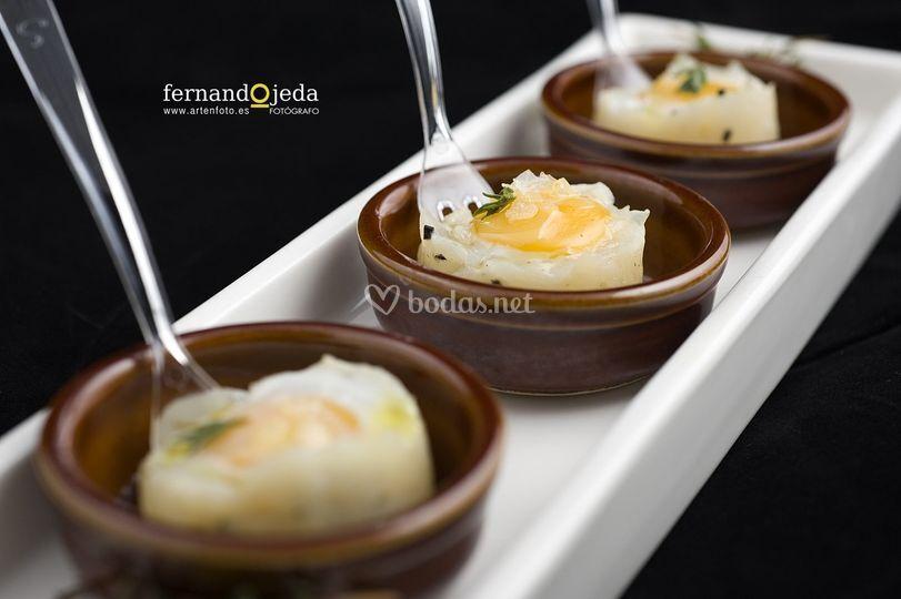 Cazuelita de papas trufada con huevo