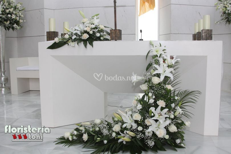 Decoración altar en blanco