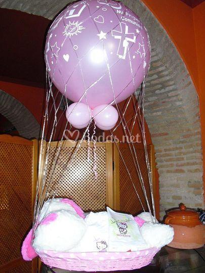 Globo aerostatico comuniones niñas con cesta y peluche.