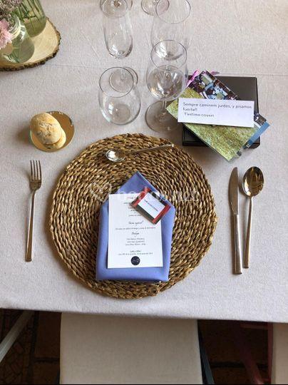 Puesto de invitado en la mesa