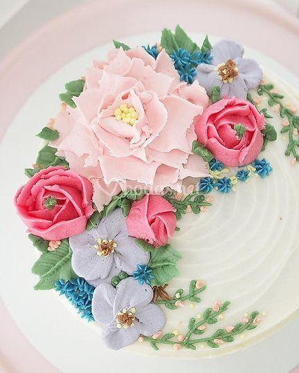 Tarta floral crema