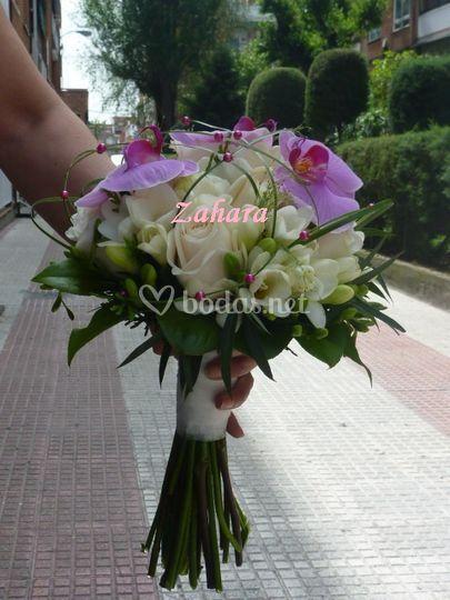 Rosas, freesias, orquideas