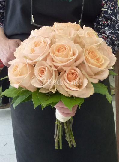 Ramo de rosas champán