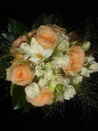 Ramo de novia rosas crema
