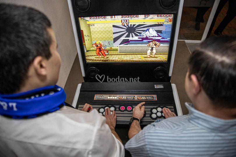 Jugando al arcade