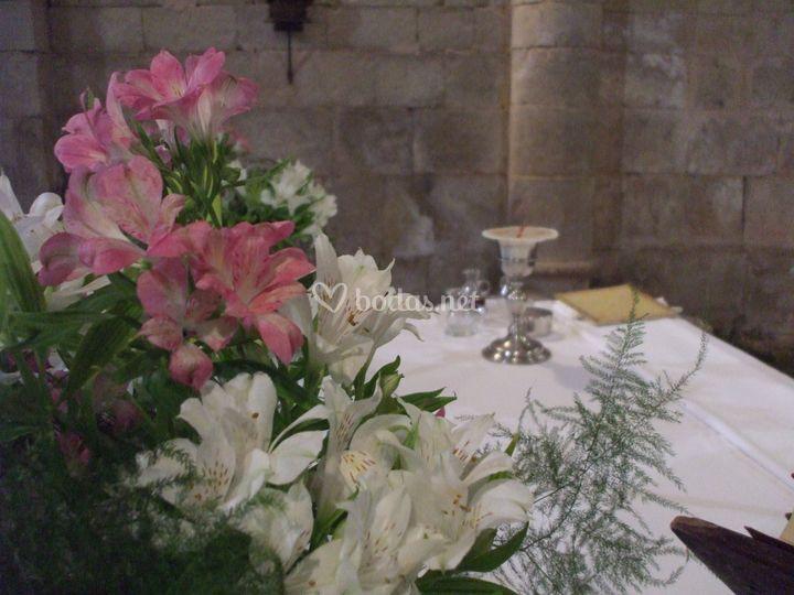 Flores en el altar