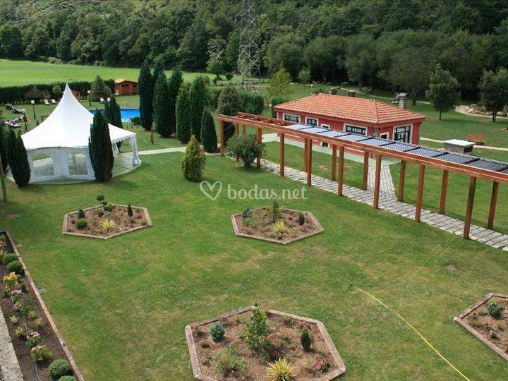 Jardines y carpa de ceremonias