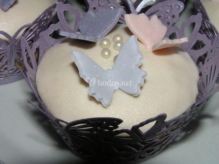 Detalle de mariposas en cupcake