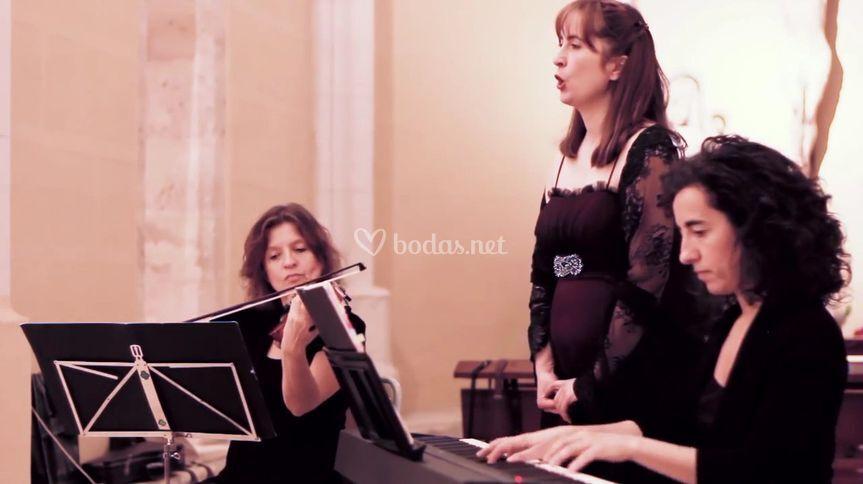 Violín, piano y soprano