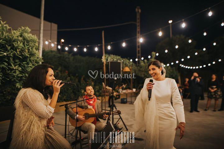 Cóctel cantando con la novia