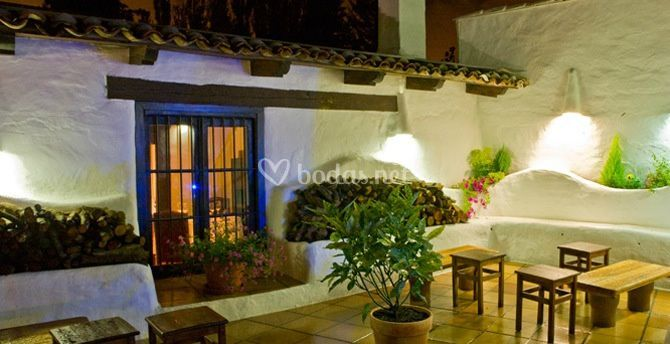 Restaurante llant n for Terraza interior decoracion
