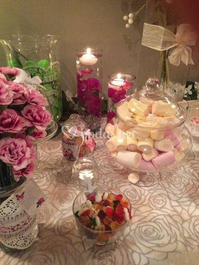 Velas, flores y dulces