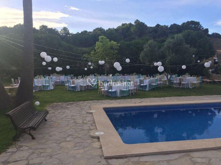 Convite en la piscina