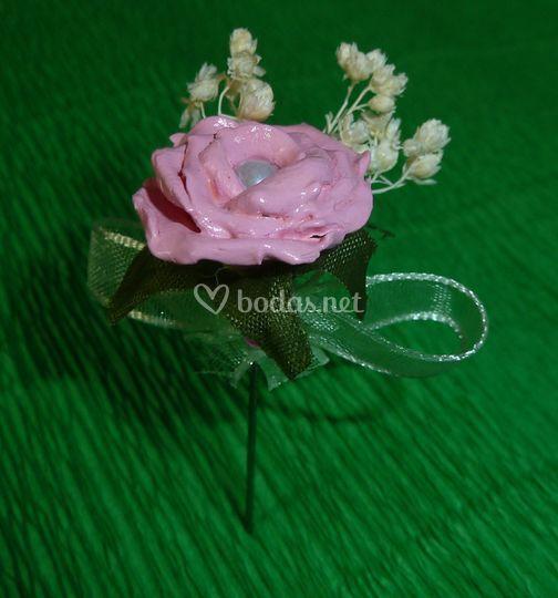 Rosa con florecillas secas