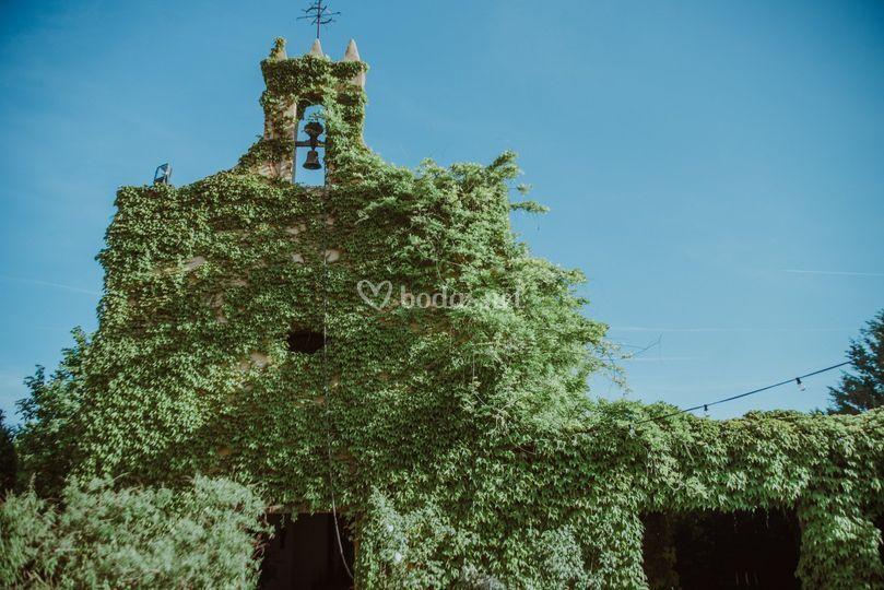 La ermita durante primavera