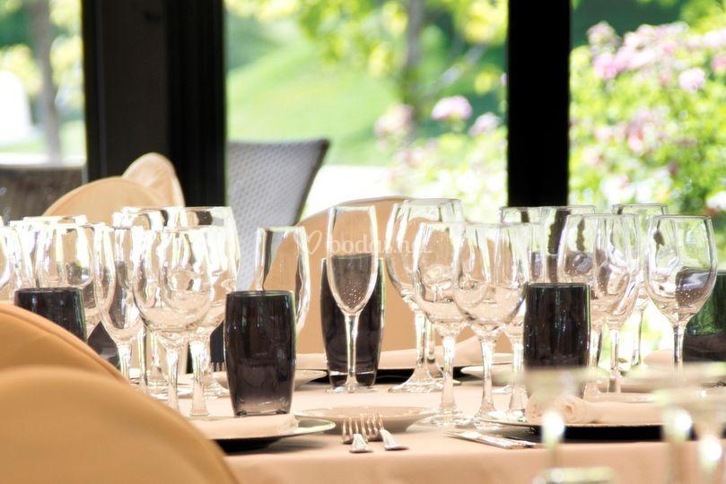 Montaje mesas, Salón Los Sauces