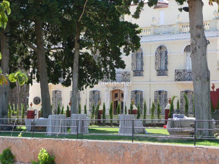 Vista jardín y palacio
