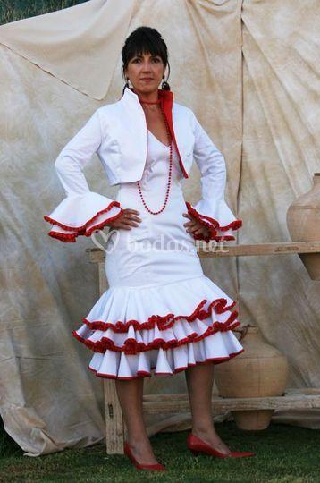 Vestido con chaqueta en blanco y rojo