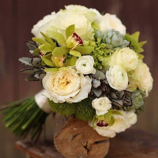 Ramo de novia con rosas blancas