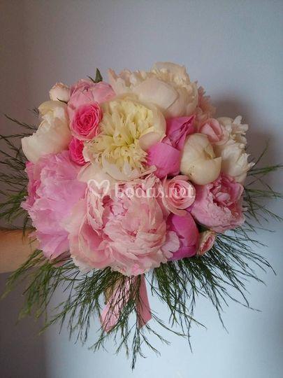 Bouquet de novia con peonías