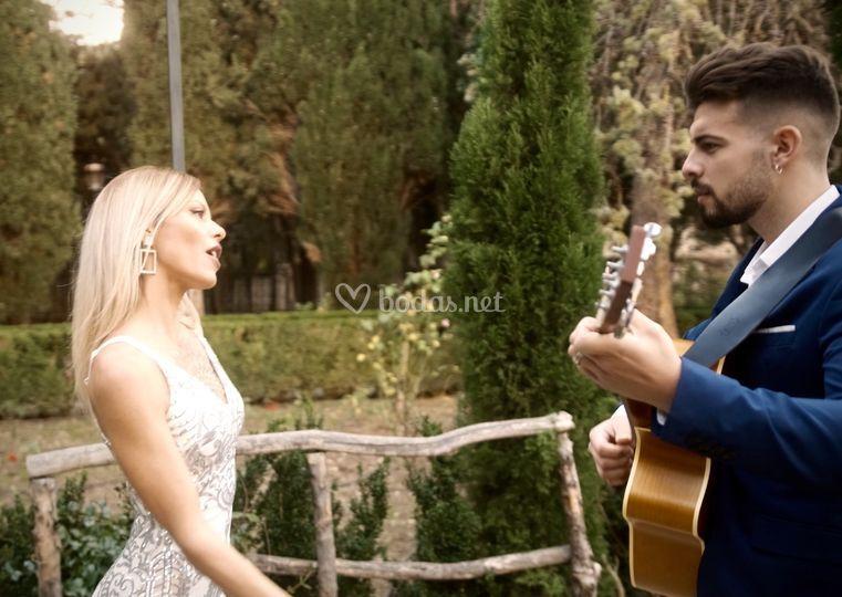 Lena & Sebas a la guitarra