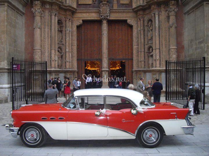 Buick 1956 a las puertas de La Seu