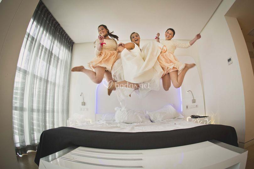 Fotos de boda saltando de ProduccionesCM